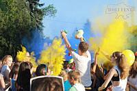 Святкуй День Конституції України патріотично з фарбами Холі!