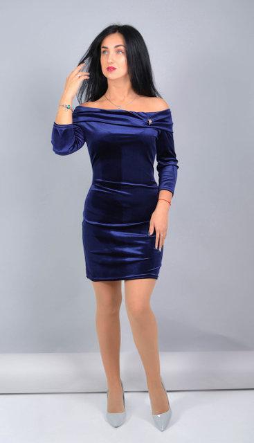 Велюрову сукню прилеглого силуету (розмір 42-48)