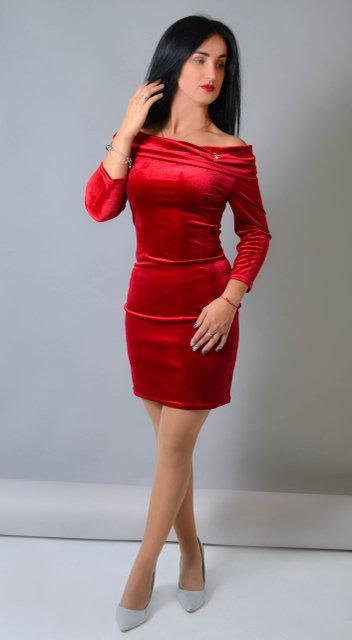 Велюровое платье прилегающего силуэта (размер 42-48)