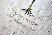 Бумажные цветочки для скрапбукинга 12 шт. 2 см на ножке белые, фото 1