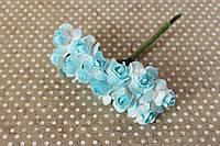Бумажные цветочки для скрапбукинга 2 см на ножке бело-голубые, фото 1