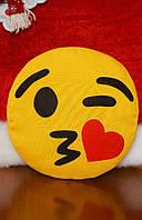 Подушка-смайлик Emoji #3 Влюбленный моргунчик, фото 1
