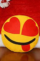 Декоративная желтая подушка-смайлик Emoji #9 Влюбленный озорник