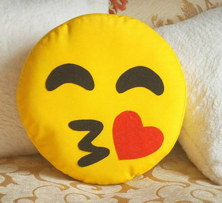 Декоративная желтая подушка-смайлик Emoji #13 Поцелуйчик, фото 2