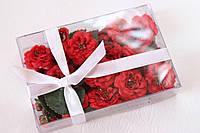 Набор декоративных цветочков с листиками в коробочке красного цвета, фото 1