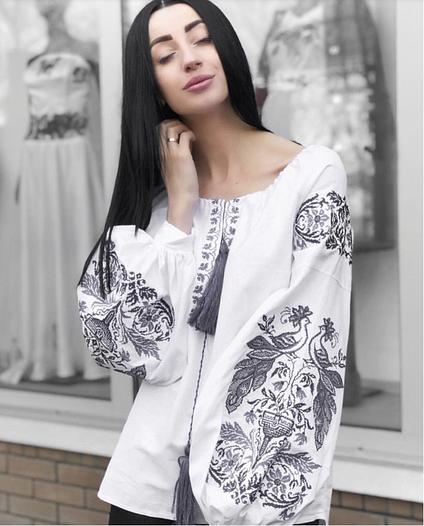 Жіноча вишита блузка Жар Птиця (біла з сірою вишивкою)