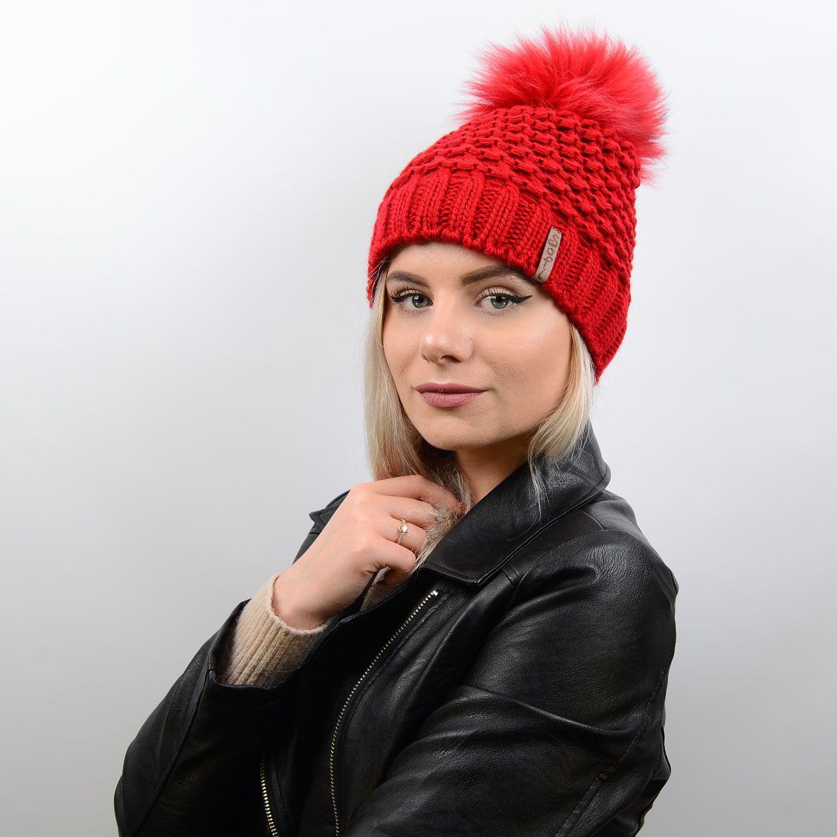 вязаная женская шапка с большим меховым помпоном Monika 17017