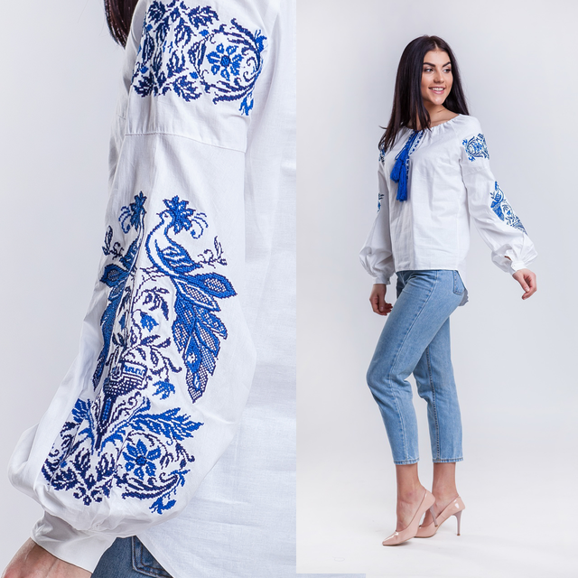 Женская вышитая блузка Жар Птица (белая с синей вышивкой)