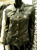 Женская кожаная куртка в черном цвете, на пуговицах, фото 1