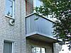 Пластиковий балкон з металевим низом