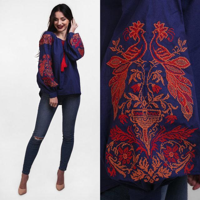 Женская вышитая блузка Жар Птица темно синего цвета