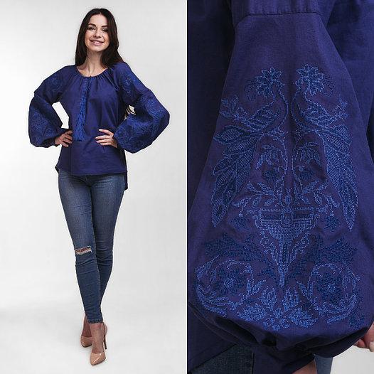 Женская вышитая блузка Жар Птица темно синего цвета с синей вышивкой