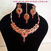 Индийское  украшение к сари, под золото с разноцветными камнями, набор тика, серьги, колье .
