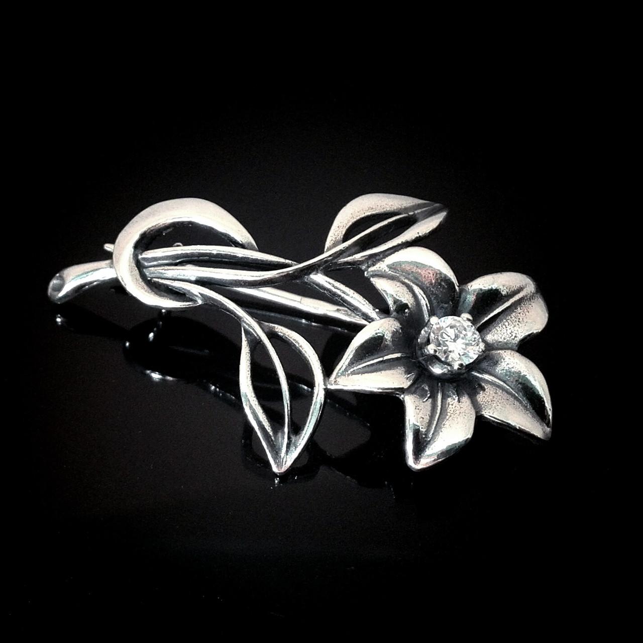 Серебряная брошь Цветок