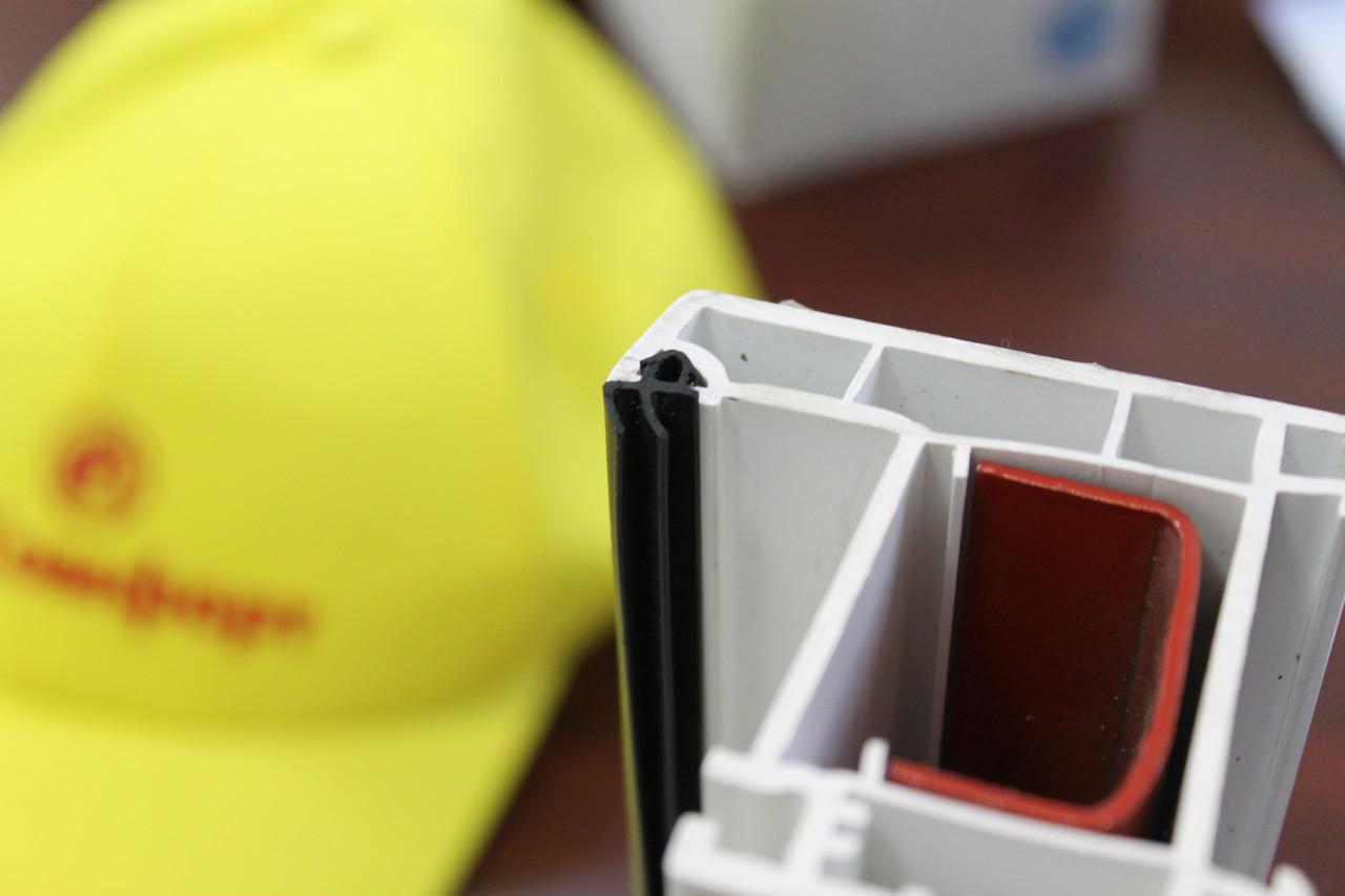 Замена резинового уплотнителя пластикового окна Rehau