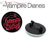 Значок брошь Дневники Вампира Vampire Diaries с логотипом сериала, фото 1
