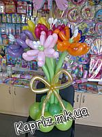 Букет  из 7 цветов с золотым бантом из шаров, фото 1