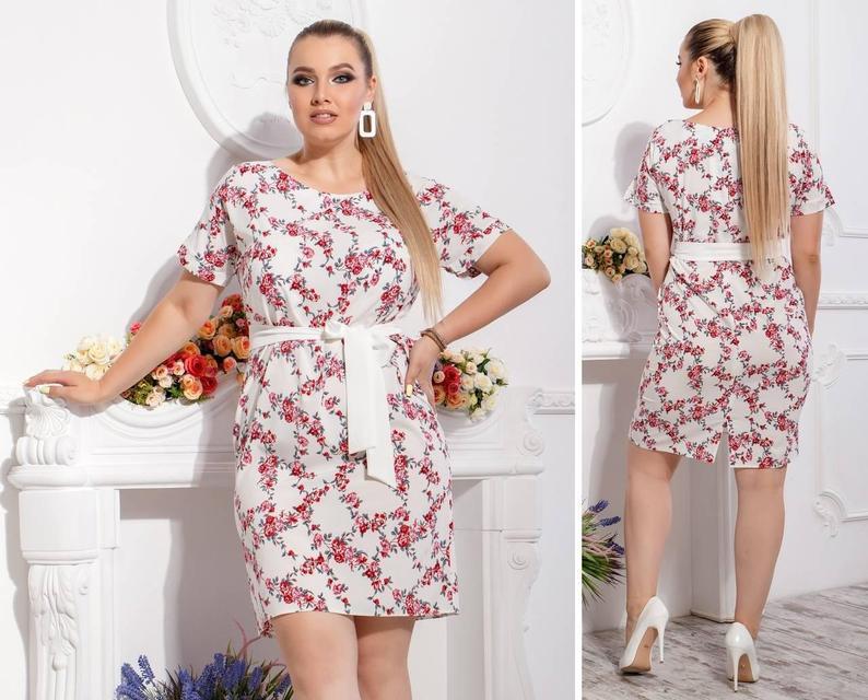 Платье с поясом-Батал , модель 110, принт мелкие красные цветочки на белом фоне