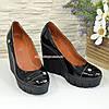 Женские лаковые туфли на устойчивой высокой платформе, фото 3