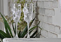 Свадебные бокалы в белом цвете