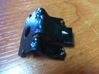 Кронштейн крепления провода датчика коленвала 1288352 90460498  OPEL