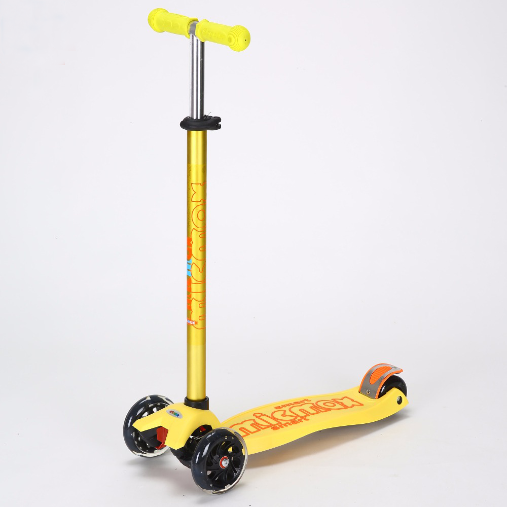Трехколесный самокат SCOOTER MICMAX Deluxe с прорезиненной платформой и со светящимися колесами, Желтый
