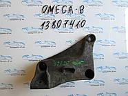 Кронштейн двигателя Opel Omega B 2.5D 13807410