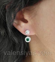 Серебряные серьги-гвоздики с зелеными камнями