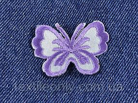Нашивка бабочка маленькая цвет сиреневый 43х33 мм