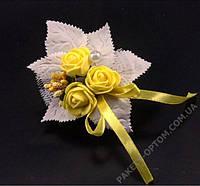 Бутоньерка для жениха или свидетеля желтого цвета