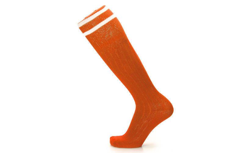 Гетры футбольные взрослые оранжевые с белой полосой CO-5601-OR