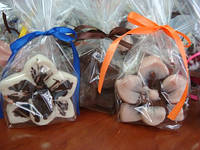 Шоколадные цветы — роскошный подарок к празднику