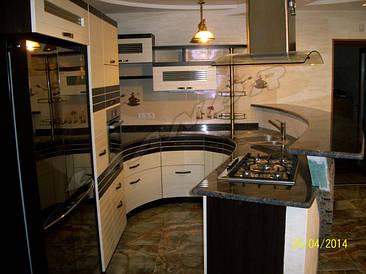 Кухня радиусная с комбинированным МДФ фасадом