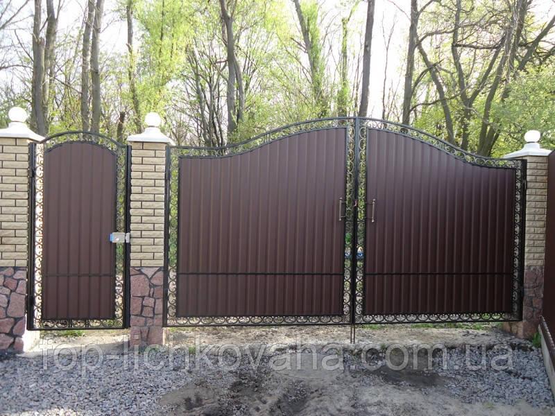 Металлические ворота с калиткой с элементами ковки