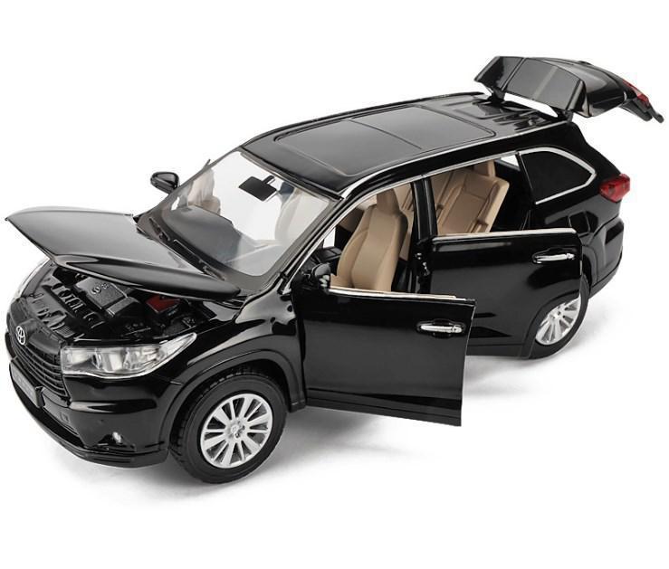 Коллекционная машинка Toyota Highlander черная металлическая модель в масштабе 1:32
