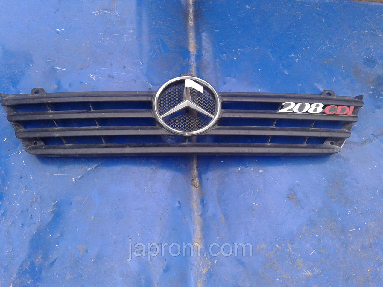 Решетка радиатора Mercedes Sprinter 2005 г.в 208 CDI