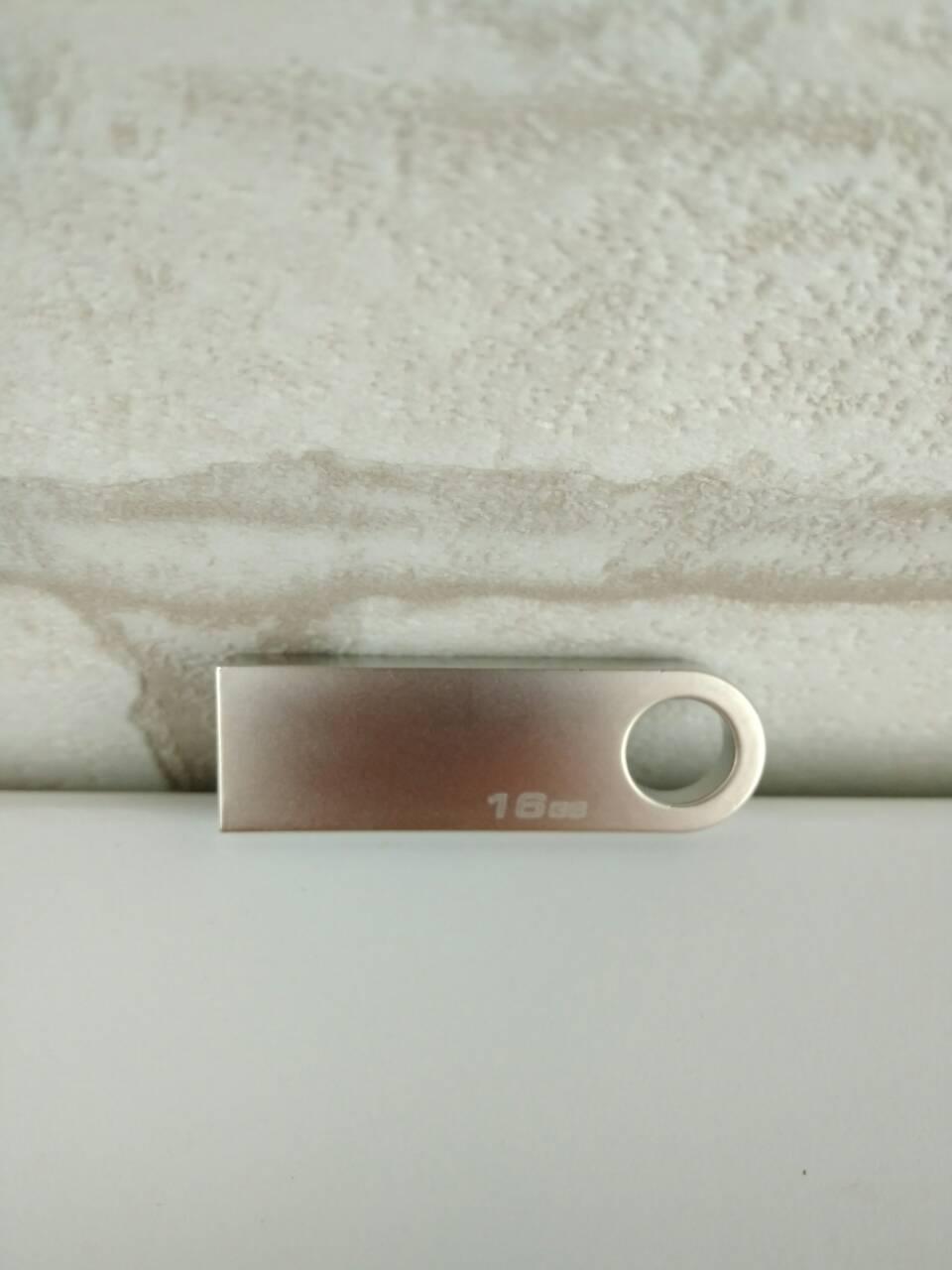 USB флеш накопитель Kingstone 16Gb 2.0 реплика