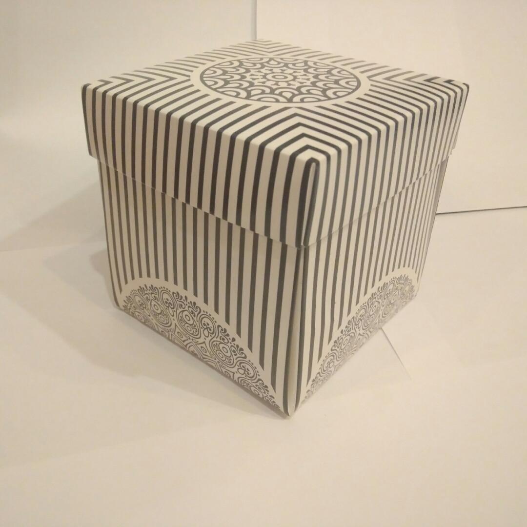 Упаковка для чашек из картона с крышкой (черно-белая)