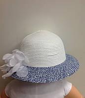 Шляпа для девочки летняя итальянская белая с цветными полями и цветком из шифона