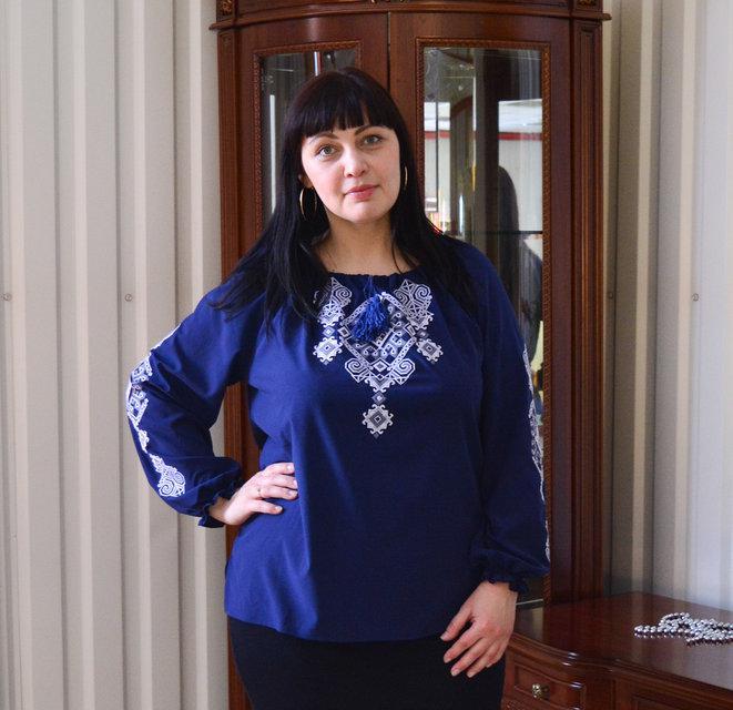 Вышитая женская блузка Ганна с длинным рукавом темно синего цвета