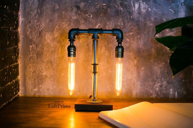 Настольная лампа из труб теобразная