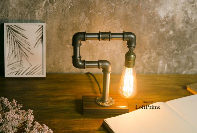 Настольная лампа лофт из фитинга