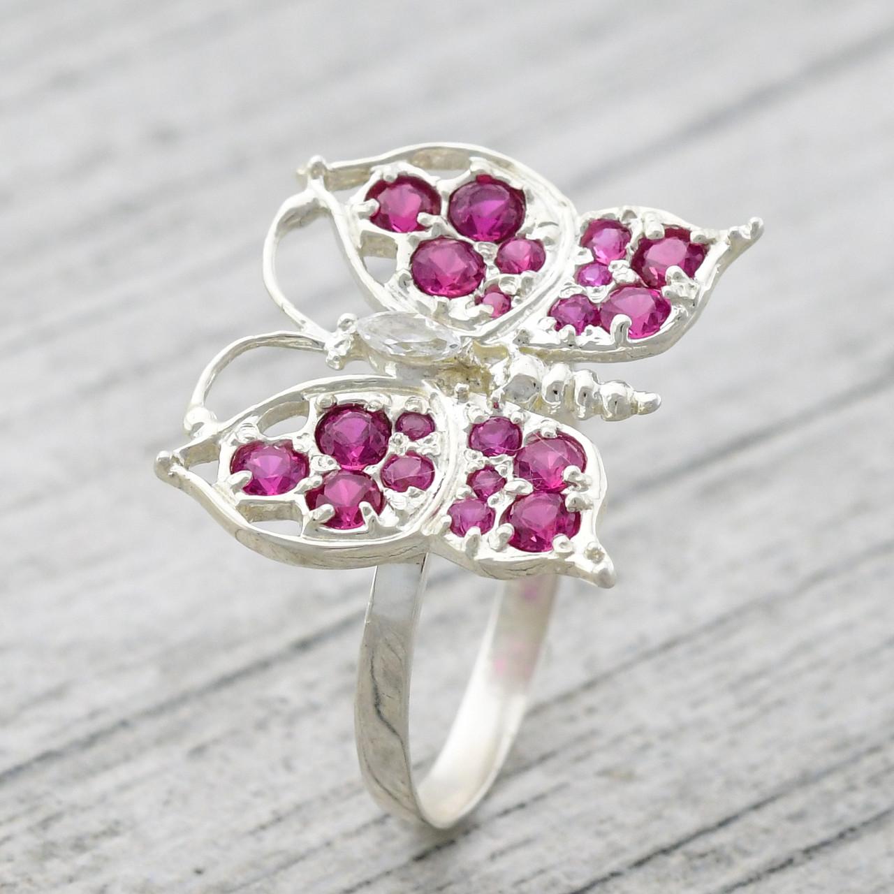 """Серебряное кольцо """"Бабочка"""", вставка малиновые и белые фианиты, вес 2.75 г, размер 16"""