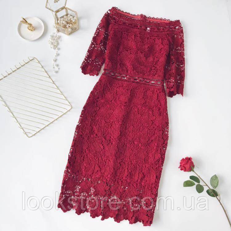 Красивое женское платье из набивного кружева красное