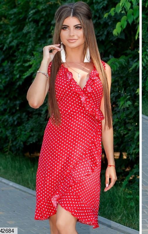 Летнее платье на запах мини полуприталенное красное