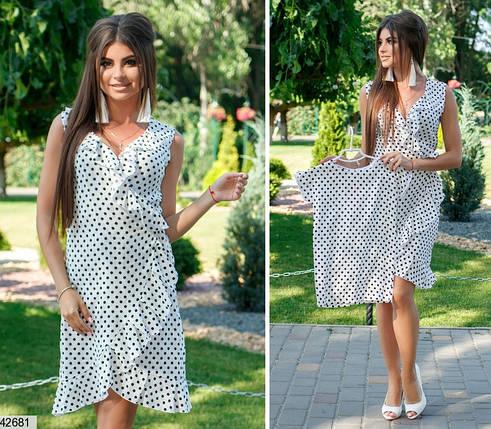 Красивое платье короткое на запах с рюшами без рукав в горох белое, фото 2