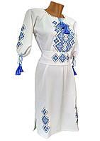 Женское вышитое платье средней длины в белом цвете с геометрическим орнаментом «Праздничная»