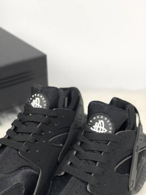 ÐенÑкие кÑоÑÑовки Nike Huarache Triple