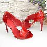 Женские лаковые босоножки на шпильке, цвет красный, фото 2