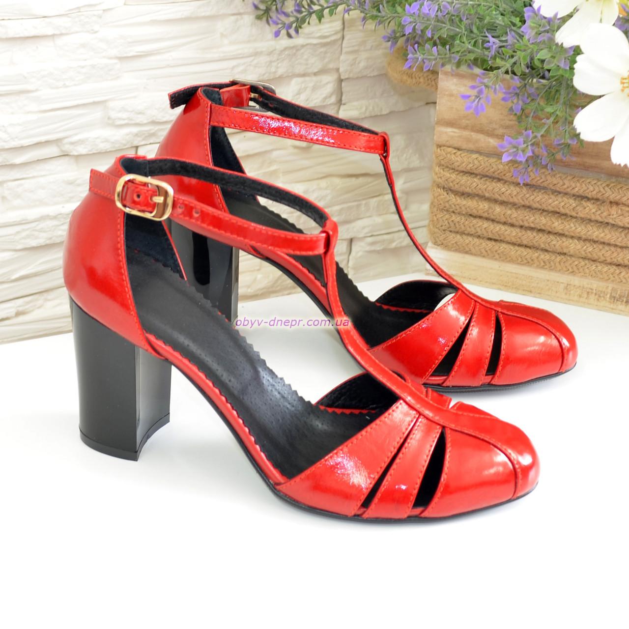 Женские лаковые красные босоножки на высоком устойчивом каблуке